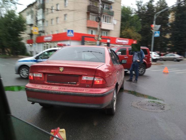 В Калуге иномарки протаранили полицейский автомобиль