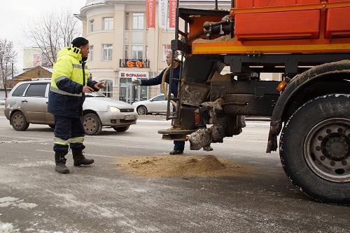 Первый снегопад: на улицы Калуги высыпали 250 тонн песко-соляной смеси