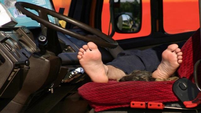 Водитель спит