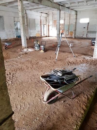 В Дзержинском районе нелегалы ремонтировали цех птицефабрики