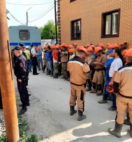 На стройке Дворца спорта в Калуге выявили 12 нелегальных рабочих
