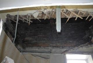 Потолок рухнул