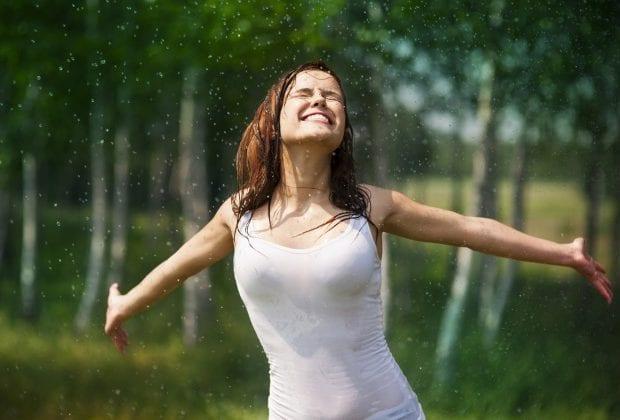 Девушка и дождь